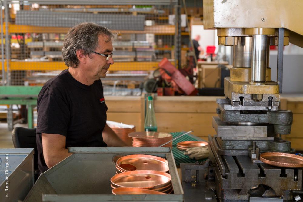 Emboutissage des couvercles de chaudière en cuivre