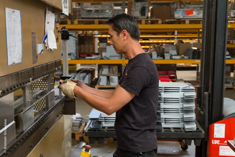 Machine de pliage pour des pièces en inox
