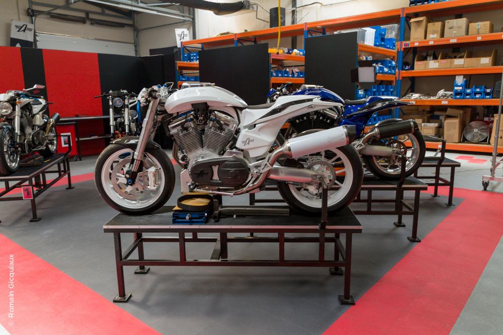 AVINTON-moto française-atelier-4